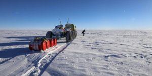 """Експедиція """"Антарктида. 200 років відкриттів"""" пройшла через три полюси"""