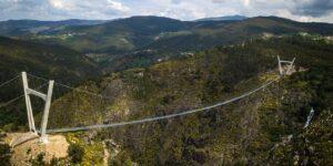 Найдовший у світі підвісний пішохідний міст відкрився у Португалії
